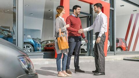 Concesionario o particular: ¿cuál es más fiable para comprar un coche?